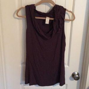 Women's sleeveless shirt.